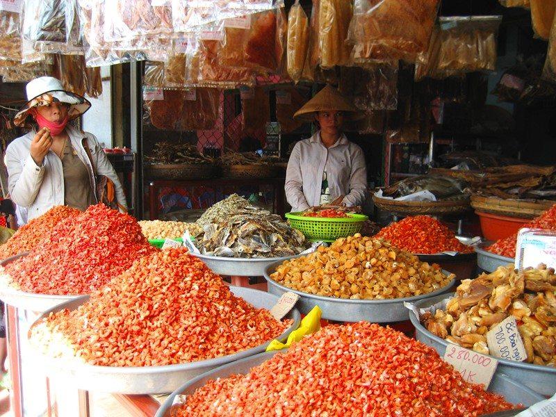 Khô cá ở chợ Dương Đông
