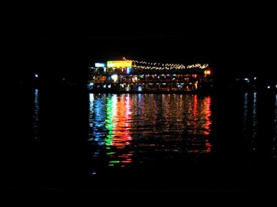 Ăn tối trên du thuyền ở Cần Thơ