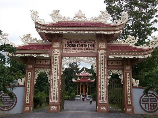 Cổng chùa Tôn Thạnh