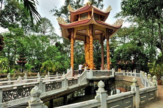 Khuôn viên chùa Tôn Thạnh
