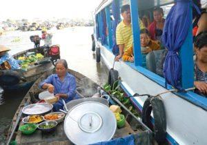 Thưởng thức bữa sáng ngay trên chợ nổi Cái Răng
