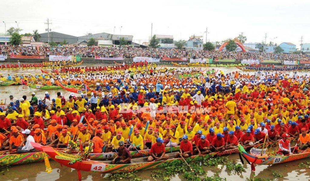 Đua ghe Ngo ở Lễ hội Oóc Om Bok