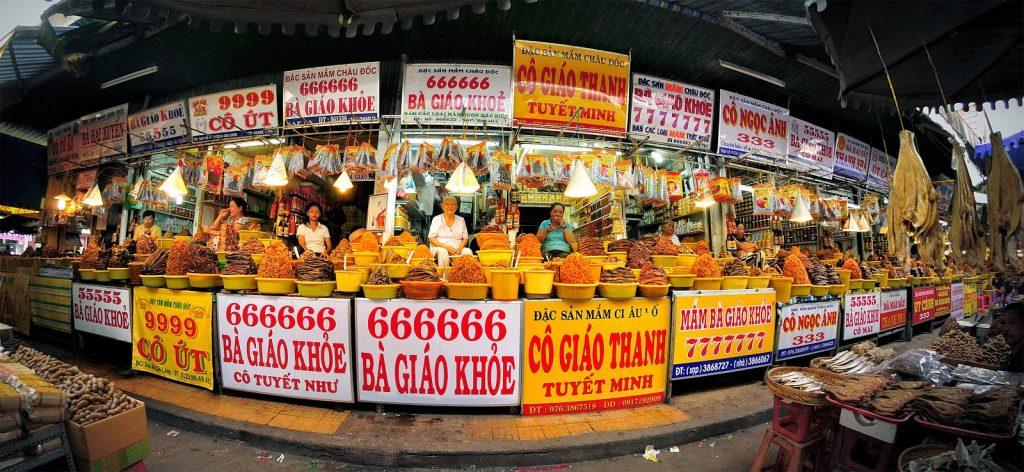 Có rất nhiều sạp bán mắm ở Châu Đốc