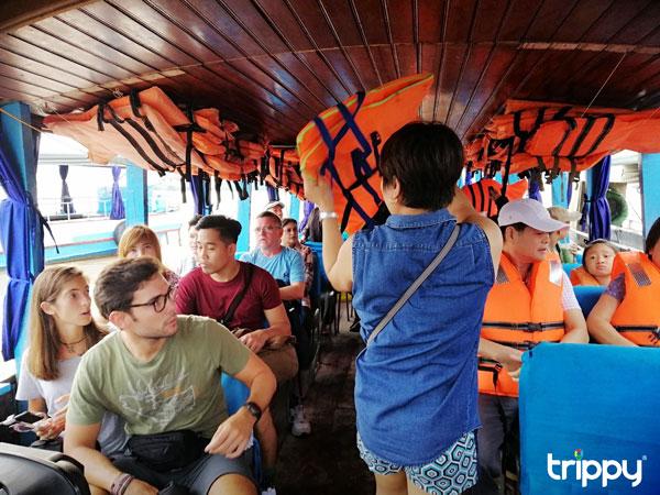 Đi thuyền trên chợ nổi Cái Răng