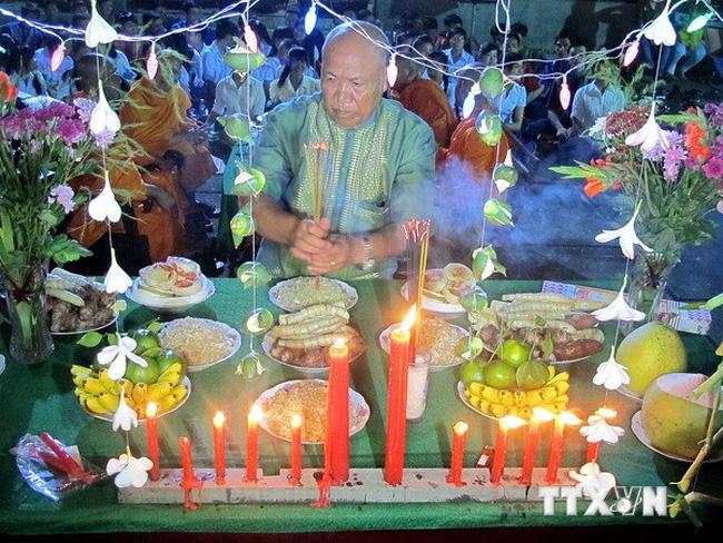 Nghi thức Lễ Ok Om Bok của đồng bào Khmer