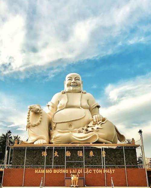 Tượng Phật Di Lặc ở chùa Vĩnh Tràng dia diem du lich tien giang