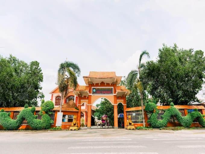 Cổng khu du lịch Mỹ Khánh