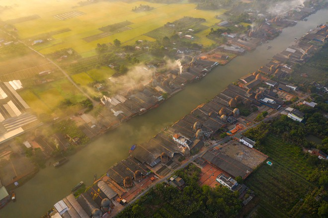 Các lò nung gạch gốm Mang Thít đều nằm cạnh sông