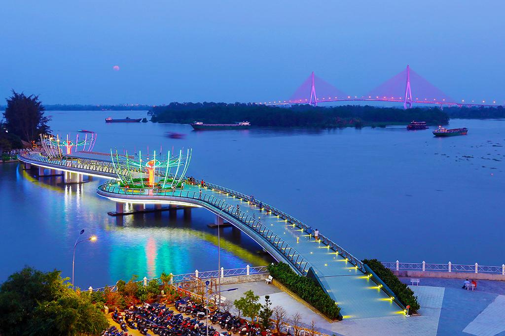 Cầu đi bộ Cần Thơ về đêm