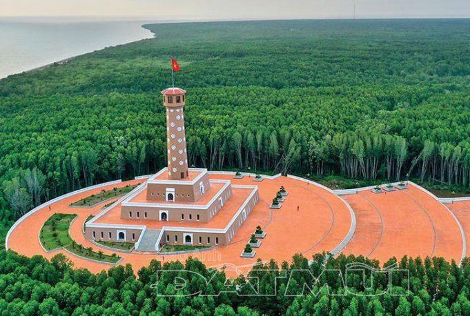 Cột cờ Hà Nội nơi Đất Mũi Cà Mau
