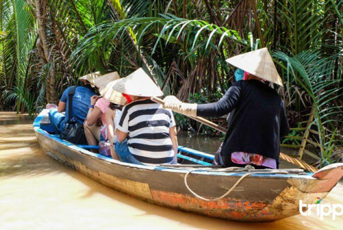 Chèo xuồng trong tour miền Tây - Phú Quốc